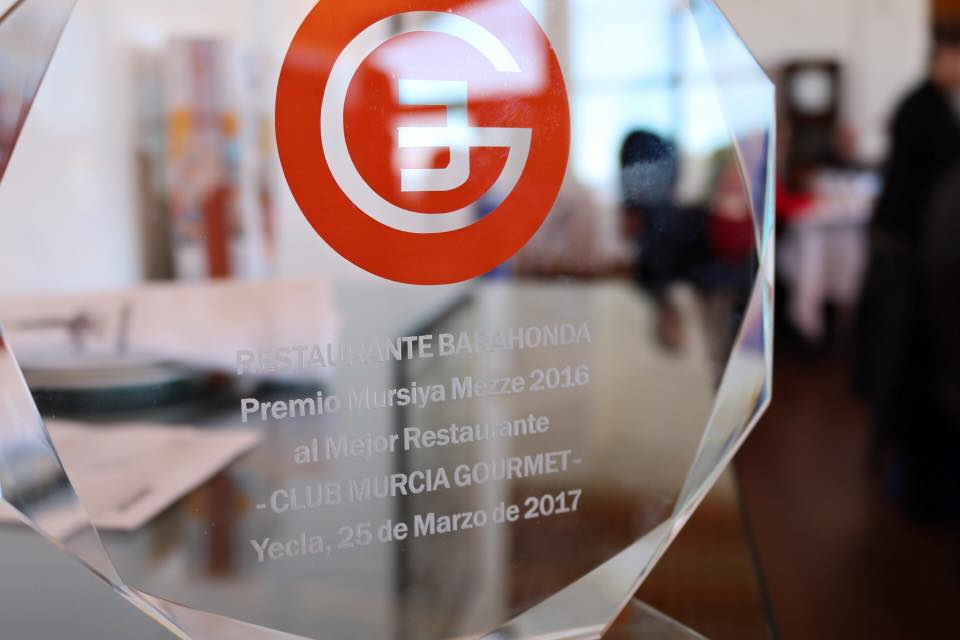 Premio Mursiya Mezze a Restaurante Barahonda como el mejor valorado de cuantos visitó este club durante 2016.